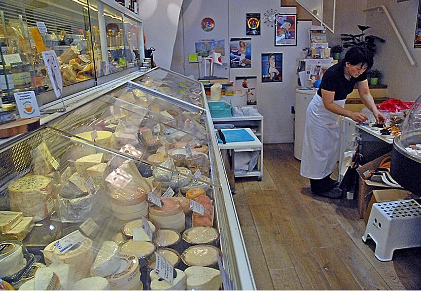 ויטרינת גבינות של היסאדה (צילום: יפה עירון-קוץ)