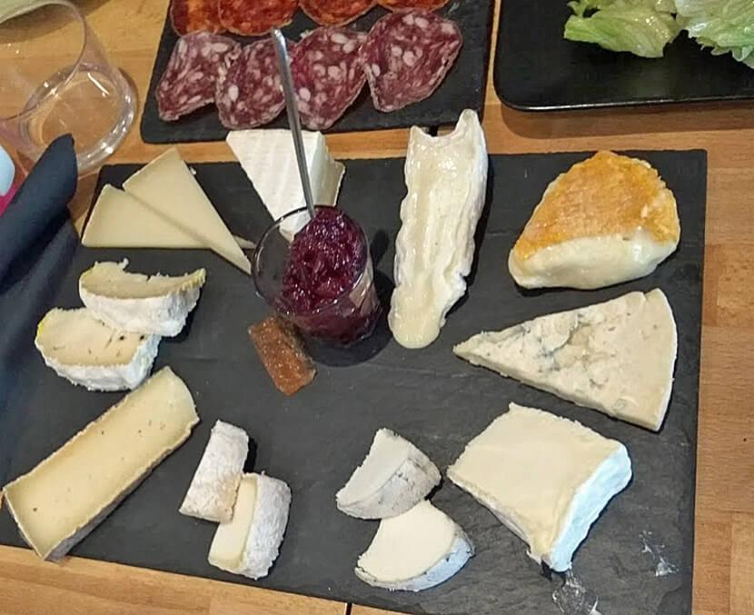 פלטת גבינות של לאפינור אפינה (צילום: יפה עירון-קוץ)
