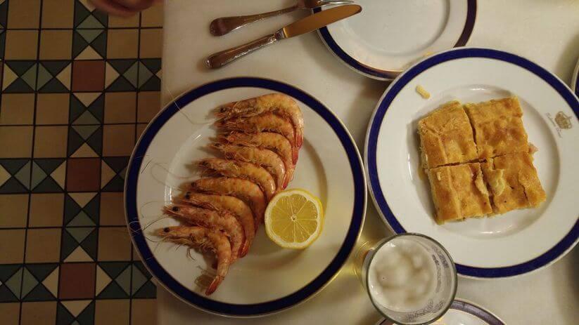 חסילוני סנלוקאר ובירה. טאפאס במסעדת טברנה ריאל, מדריד (צילום: רועי ירושלמי)