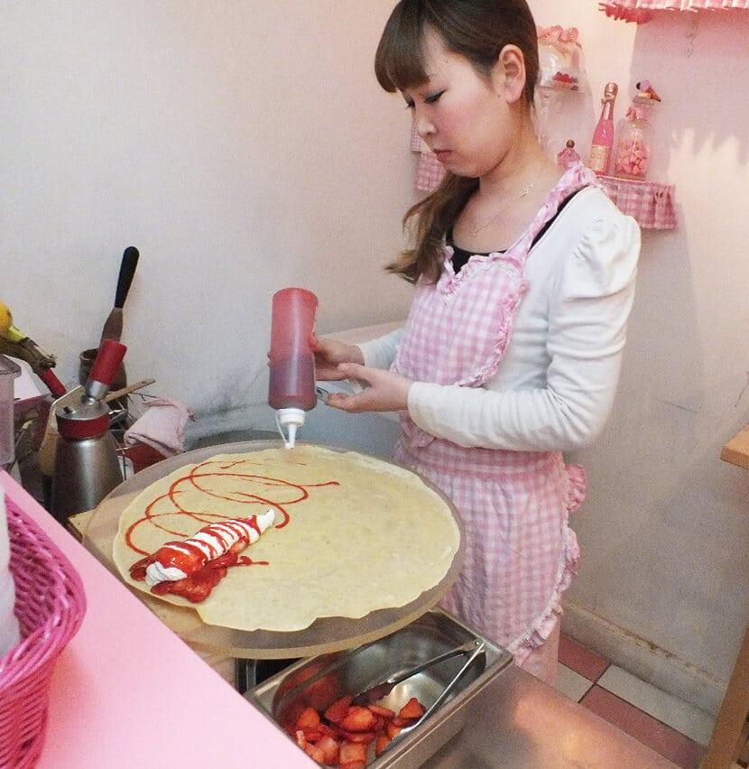 אישה מכינה קרפ, פרינסס קרפ (צילום: יפה עירון קוץ)