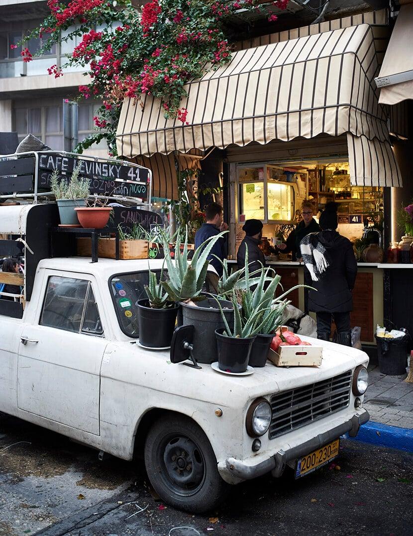 קפה לוינסקי 41, מבט מהרחוב (צילום: Markus Bertschi)