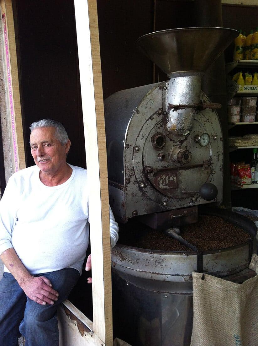 קפה מזרחי, שוק התקווה (צילום: חיליק גורפינקל)