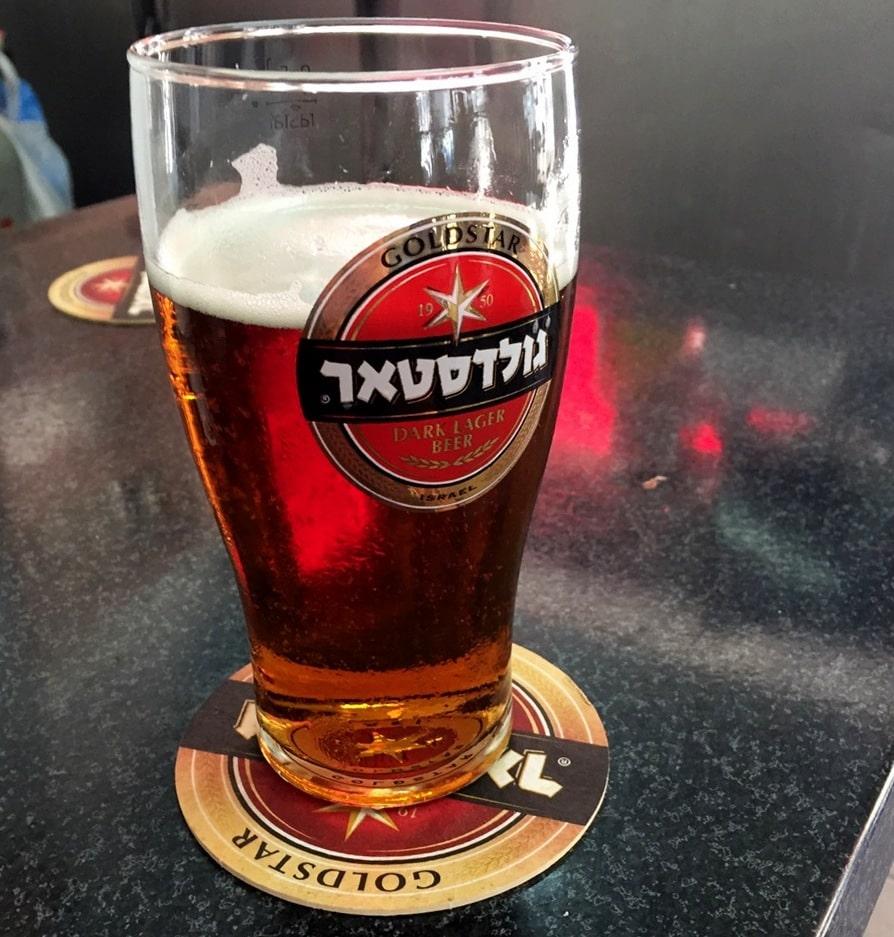 בירה גולדסטאר בפאב מתי (צילום: חיליק גורפינקל)