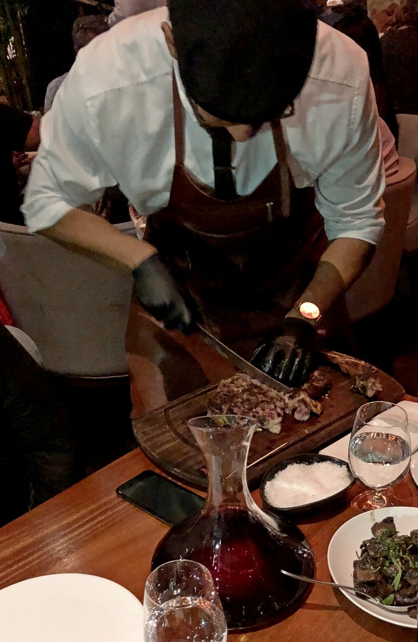 חיתוך סטייק מסעדת נוסר-אט מיאמי (צילום: רפי אהרונוביץ')