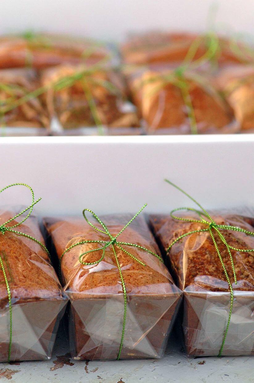 רביבה אפל עוגת שזיפים וקוניאק (צילום: יחסי ציבור)