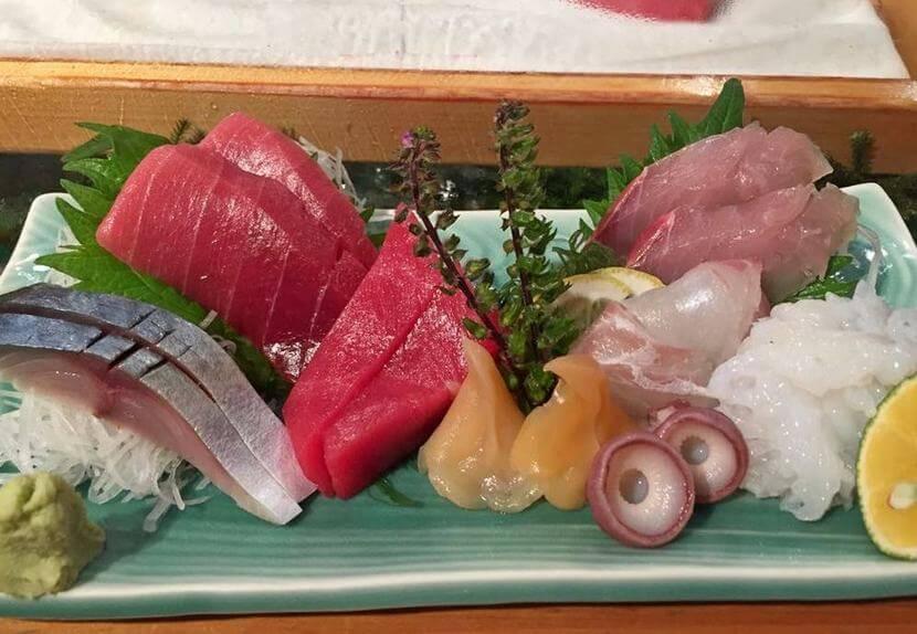 סושי במסעדת סקיג'י סושידאי, טוקיו (צילום: יובל בן נריה)
