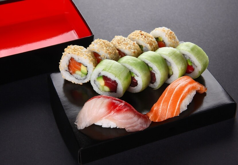 סושי במסעדת יאקימונו (צילום: מיטל סולומון)